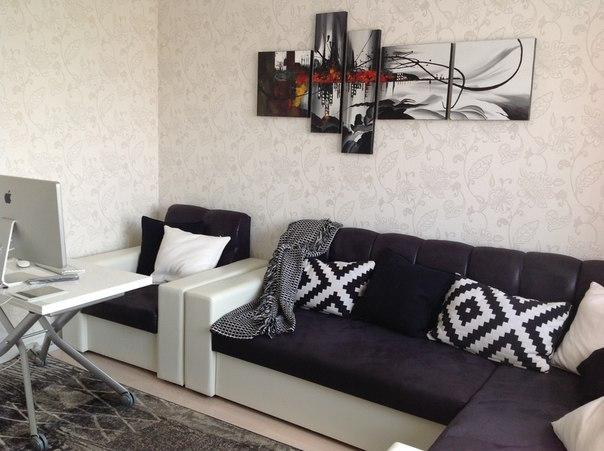 Модульная картина в квартире над диваном