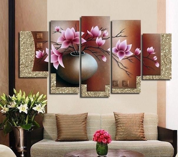 Картина над диваном с цветами