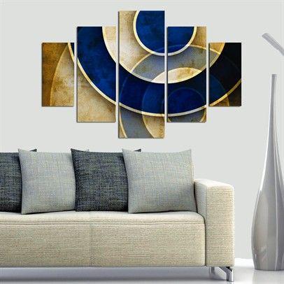 Абстрактная картина в гостиной над диваном