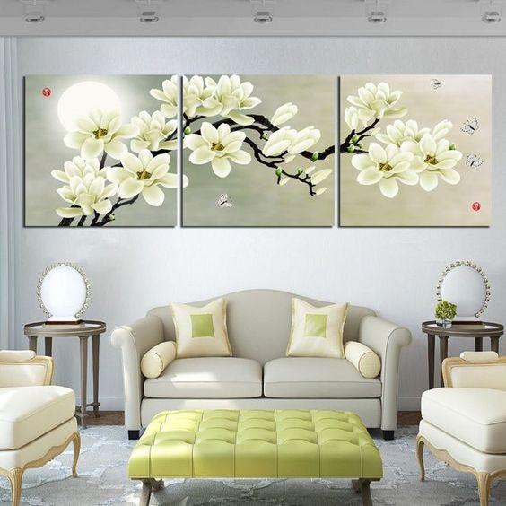 Трехсекционная картина над диваном